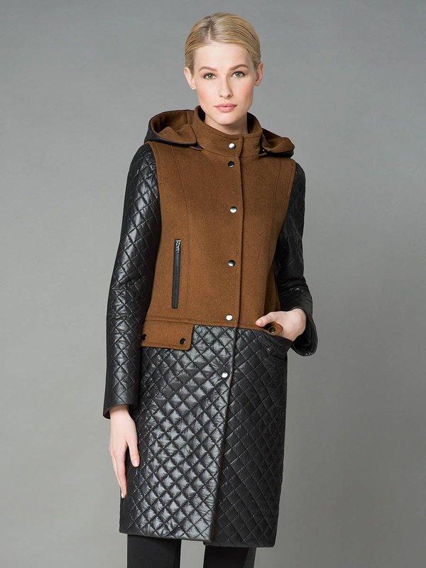 Bruine en zwarte jas met capuchon en gewatteerde accenten