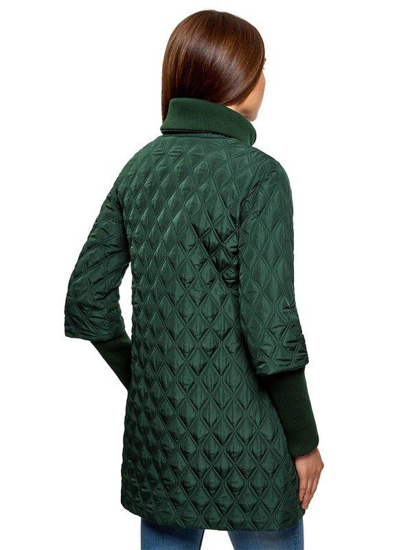 Groene gewatteerde jas: achteraanzicht