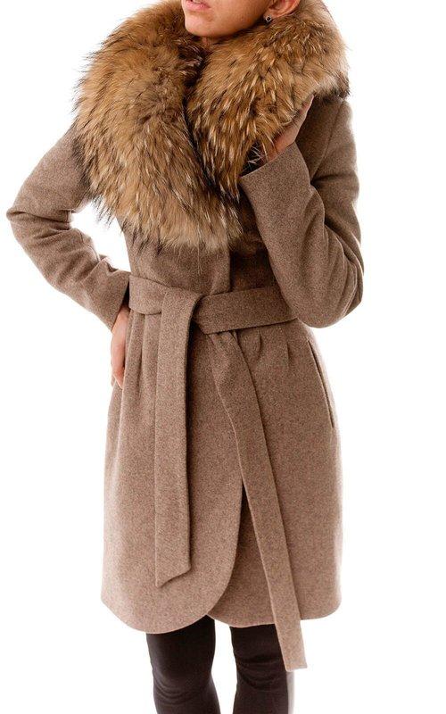 Bruine jas met een bontkraag