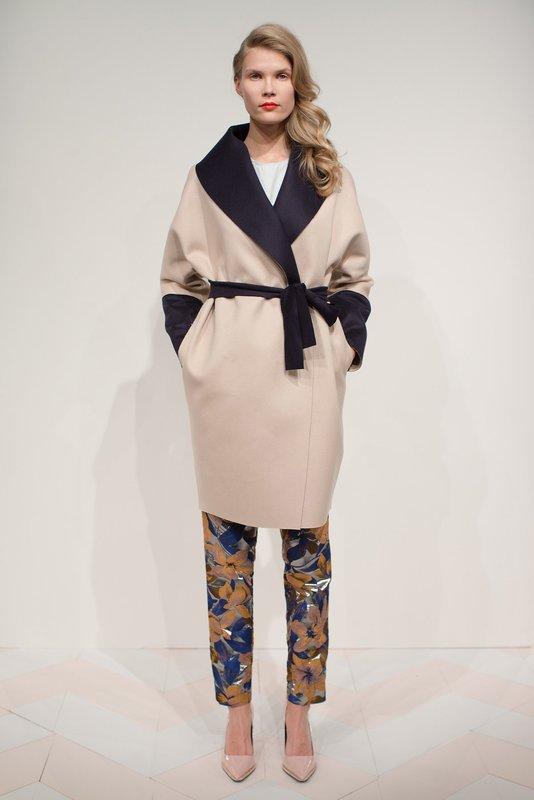 Beige jas met contrasterende kraag