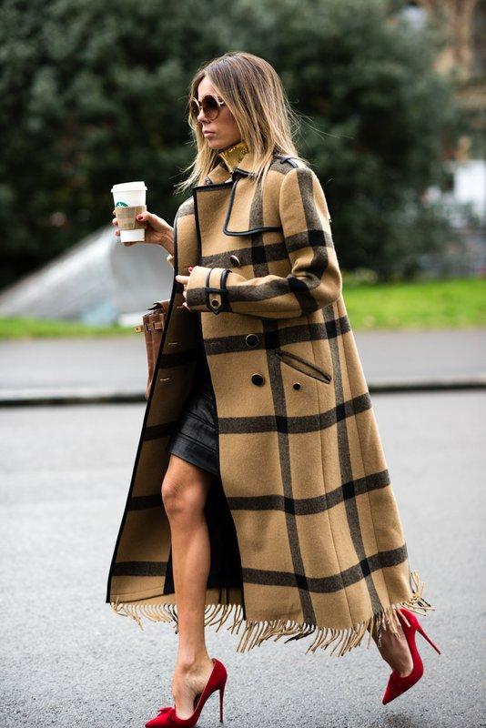 Lange geruite jas met mini-jurk