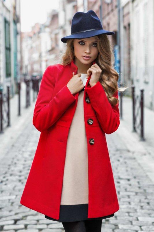 Meisje in een rode jas