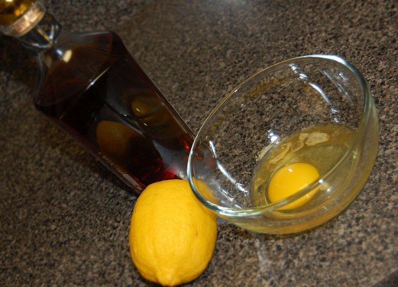 Ingrediënten voor het masker met ei en cognac