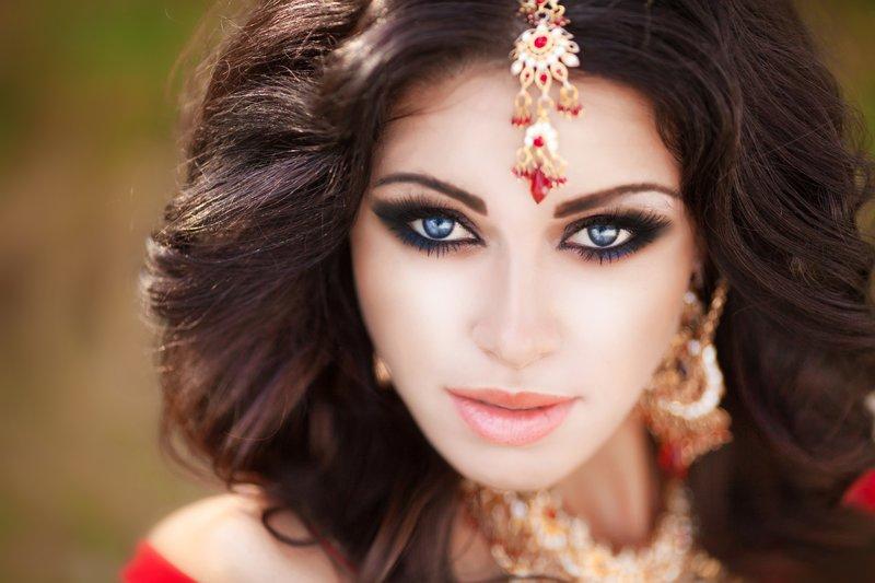 Oosterse make-up voor blauwe ogen