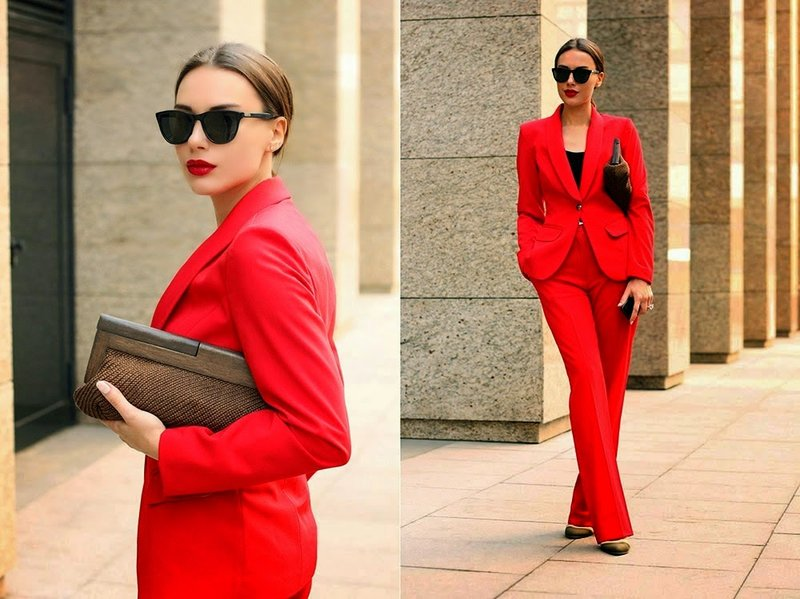 Pavasariniai kostiumai raudoni