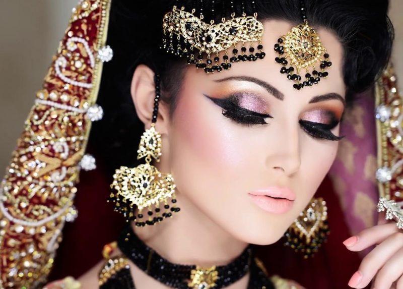 Indische blauwe oogmake-up