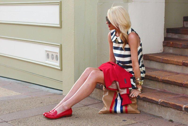 Rode instappers met een jurk