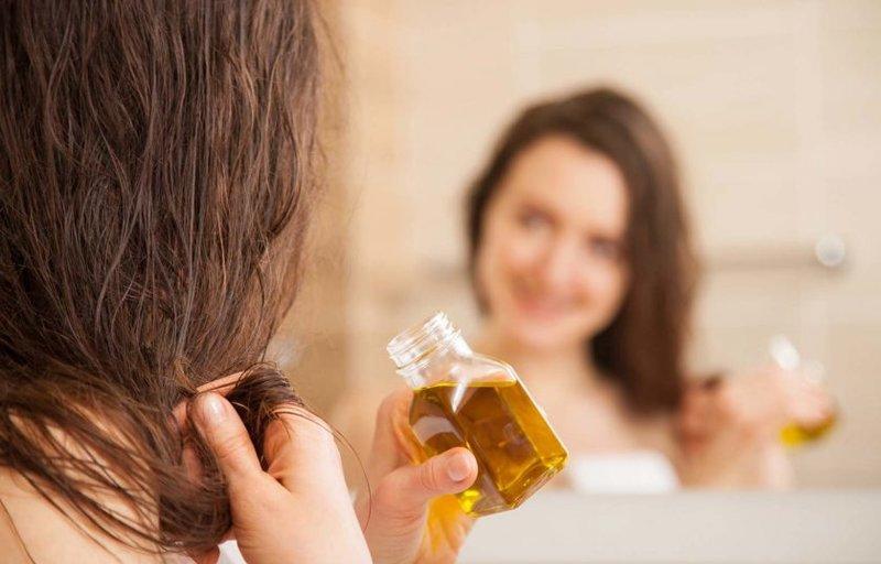 Kiaušinių, medaus ir nikotino kaukė suteikia plaukams natūralų blizgesį