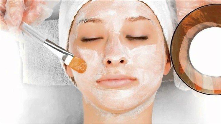Masque de blanchiment avec de l'amidon pour le visage