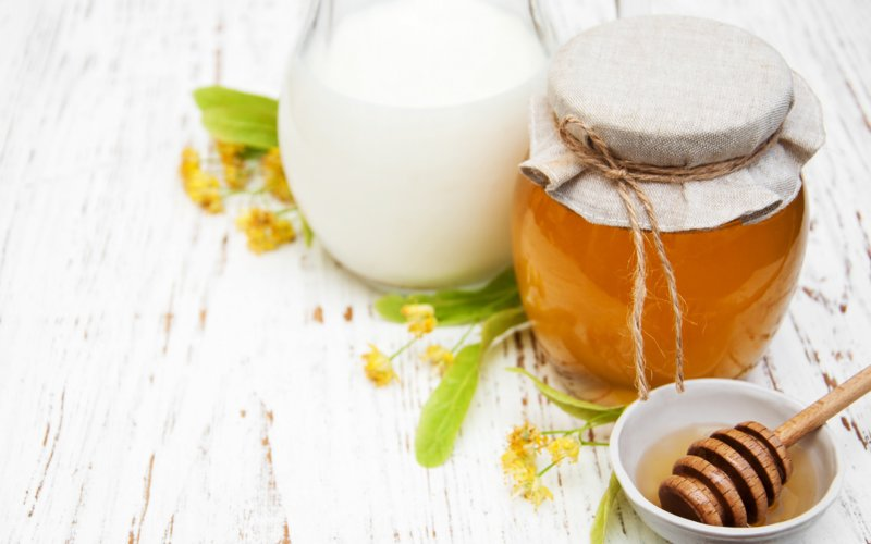 Masker ingrediënten met honing en frisdrank