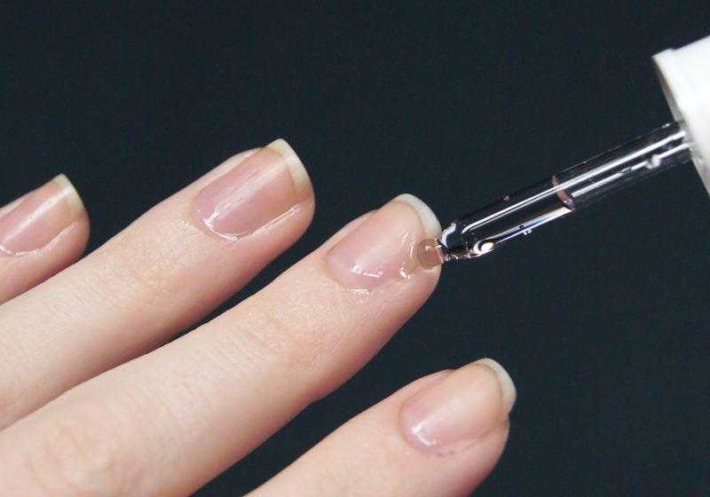 Toepassing van nagelriemolie