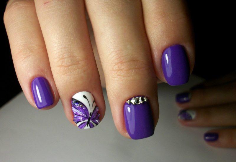 Juni nagels knippen