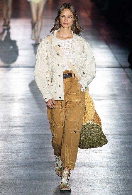 Functionele outfit van Alberta Ferretti
