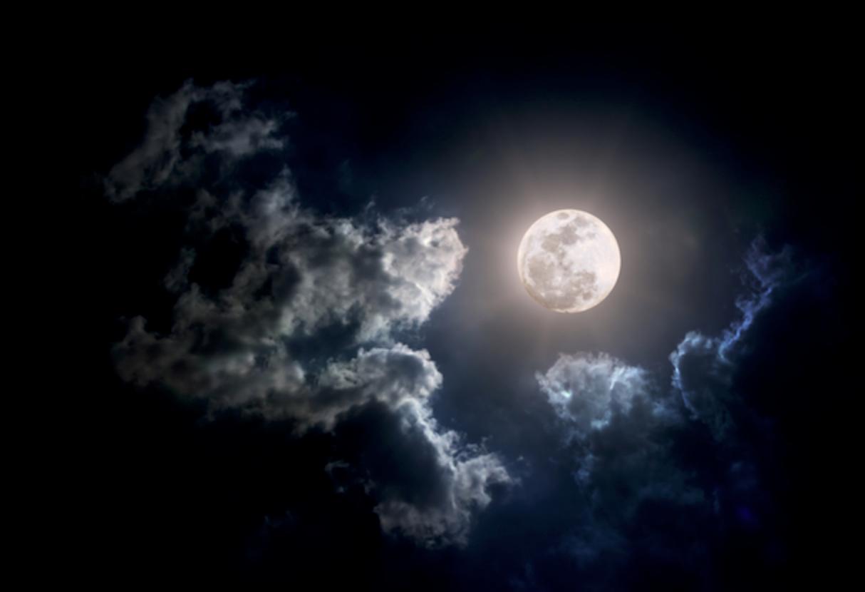 Samenzwering voor rijkdom onder de volle maan