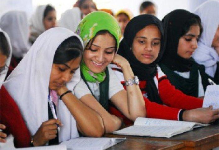 Moslimvrouwen leggen examens af