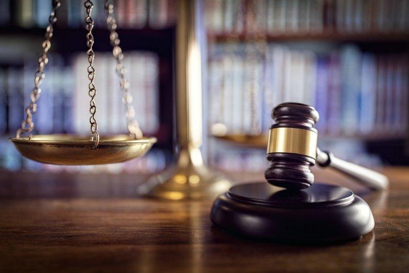 Samenzwering om te winnen voor de rechtbank