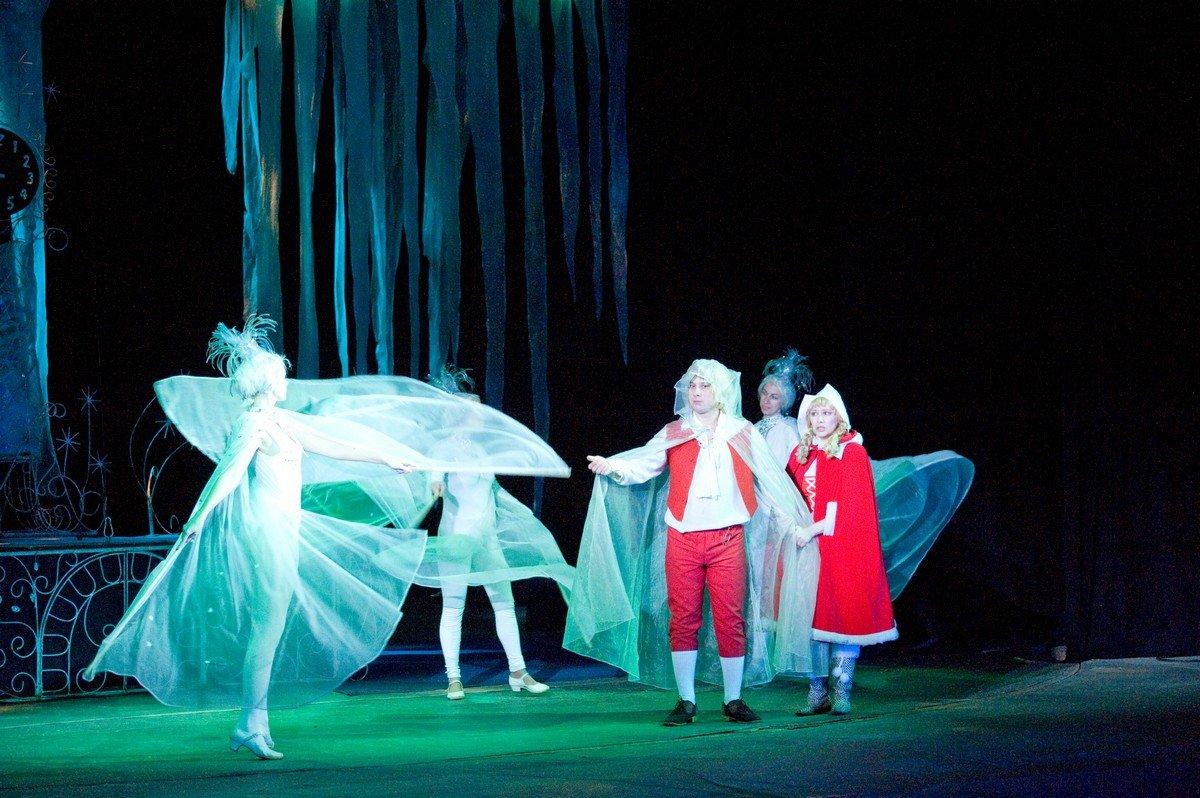 Over Schwartz's toneelstuk The Snow Queen