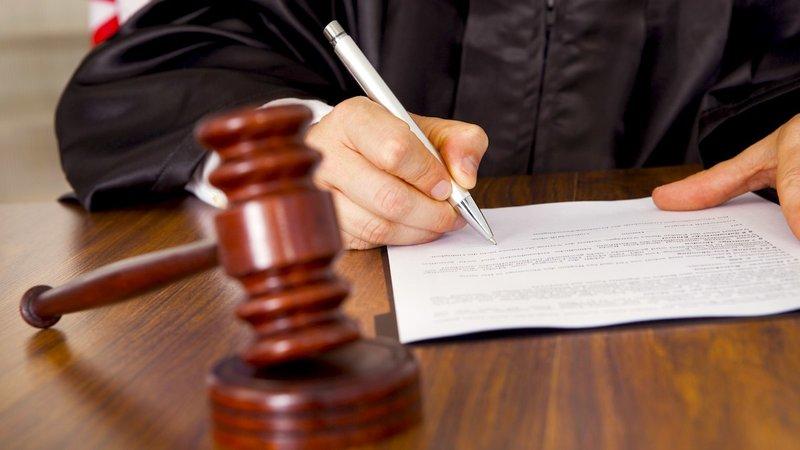 De tekst van het complot aan de rechtbank