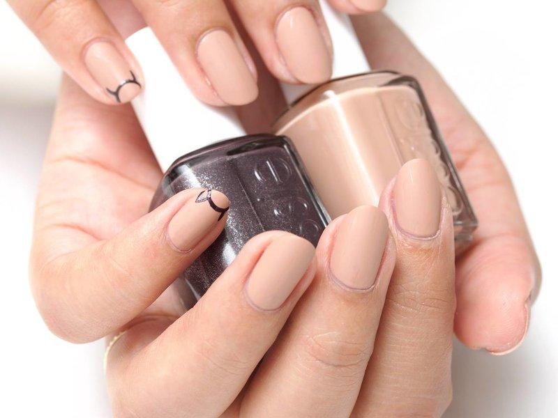 Matzwarte naakt manicure