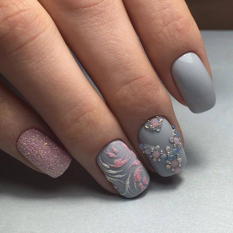 Matte getextureerde nagelkunst