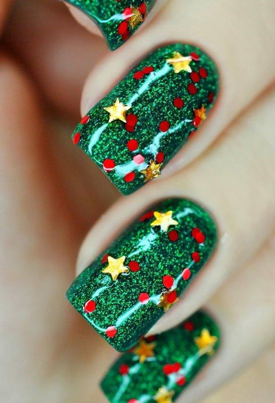 Kerst manicure met kerstbomen