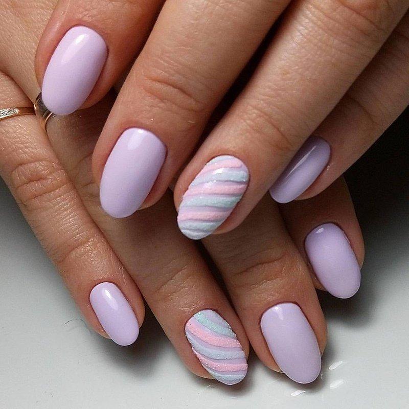 Marshmallow manicure
