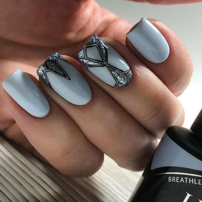 Matblauwe manicure
