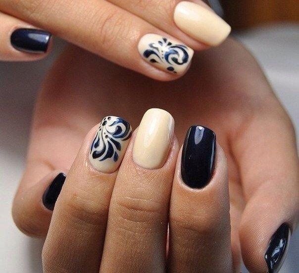 Zwart met nude design met vintage patroon.