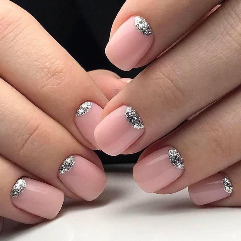 Zilveren maan manicure