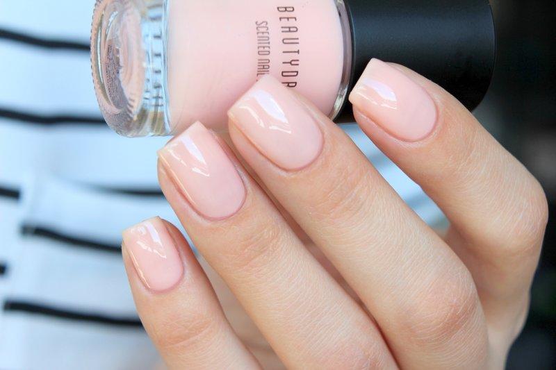 Roze korte nagellak
