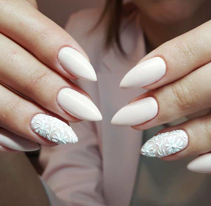 Witte winter manicure