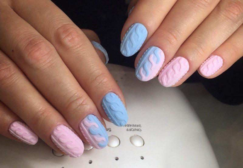 Rožinių ir mėlynų nagų dizainas