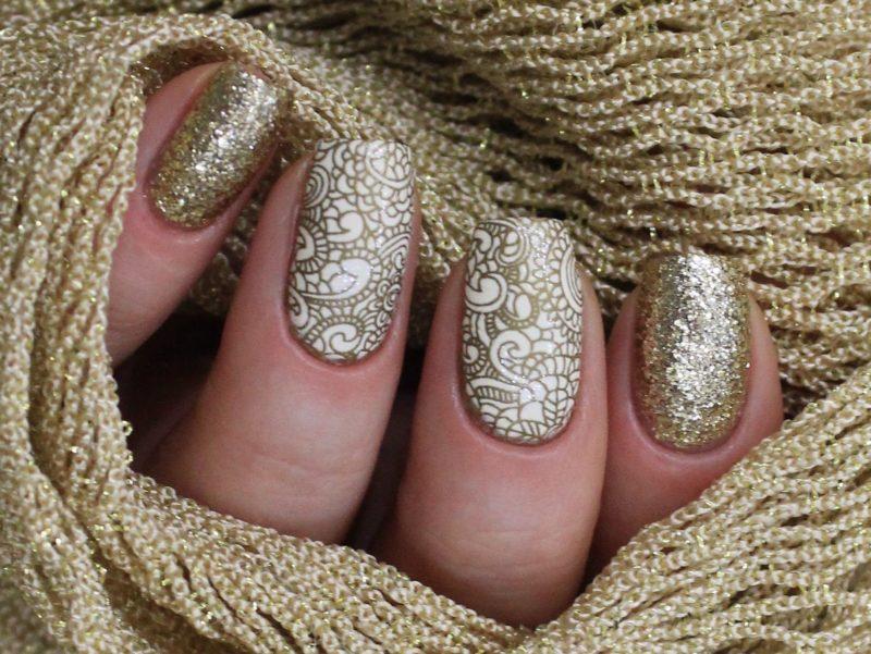 Ongewoon ontwerp met glitter en gouden kant.