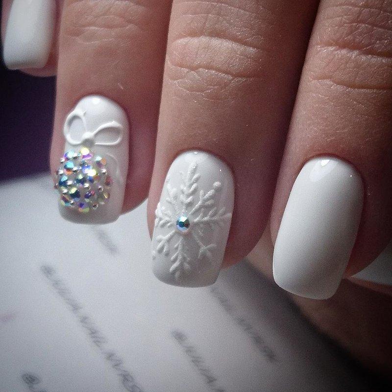 Witte nieuwjaars manicure