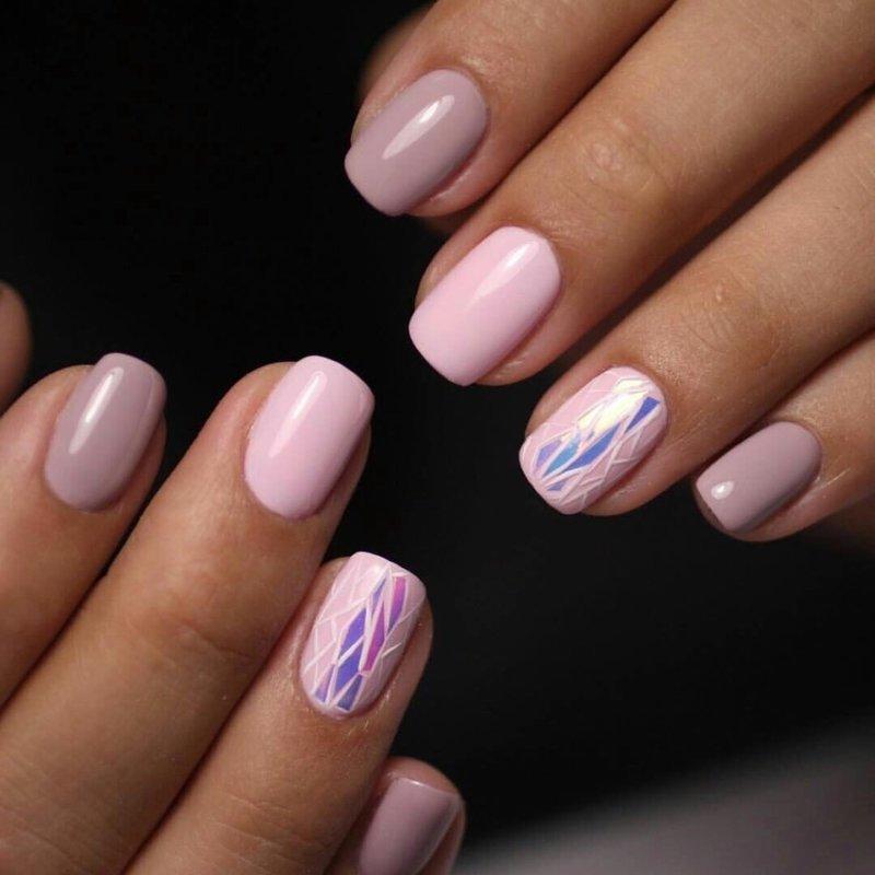 Lichtroze manicure Gebroken glas