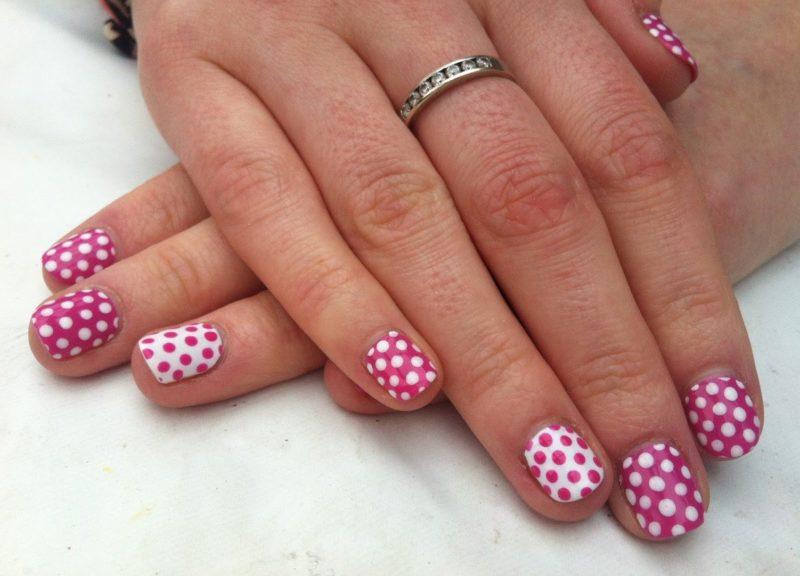 """Pink Polka Dot"" nagų dizainas"