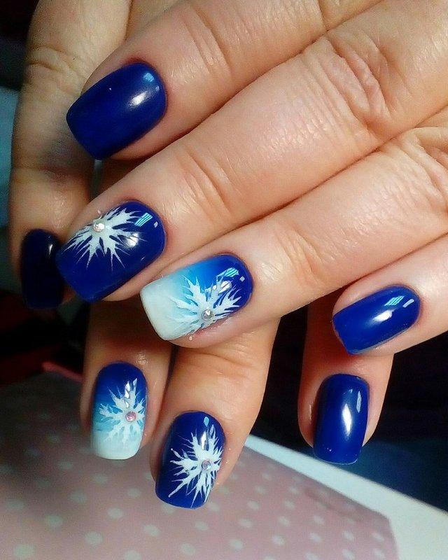 Verloop en sneeuwvlokken op nagels