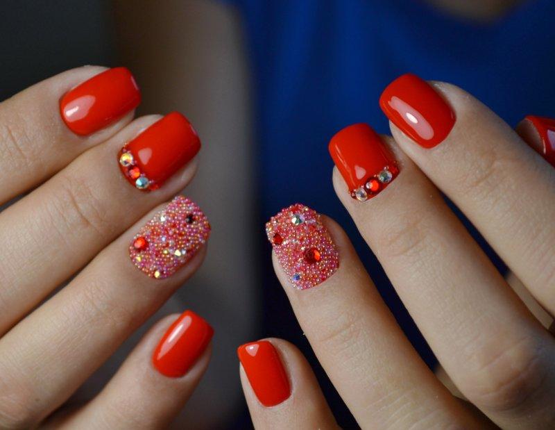 Pixelkristallen manicure voor korte nagels