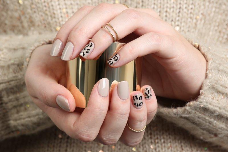 Luipaard naakt manicure