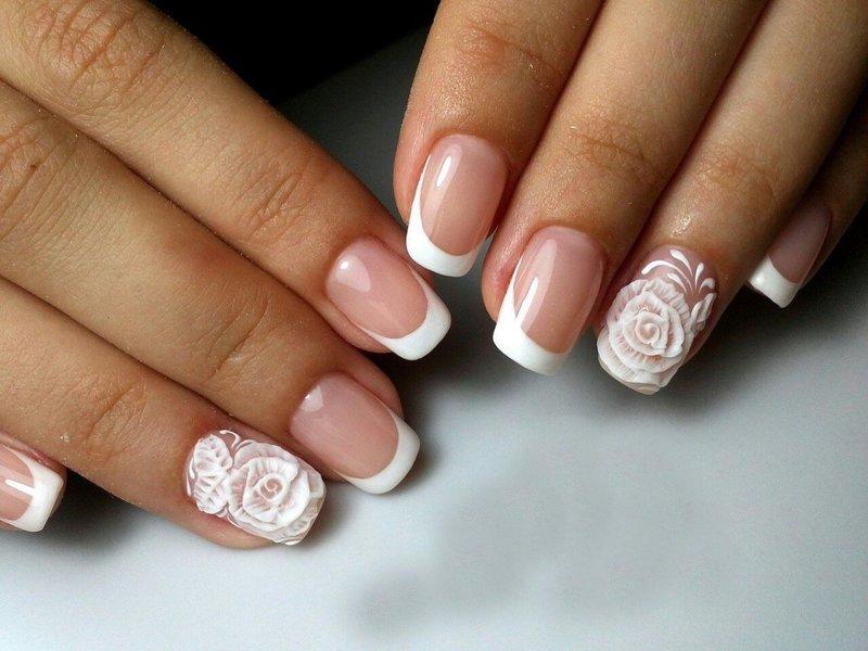 Bruiloft jas met volumineuze witte rozen