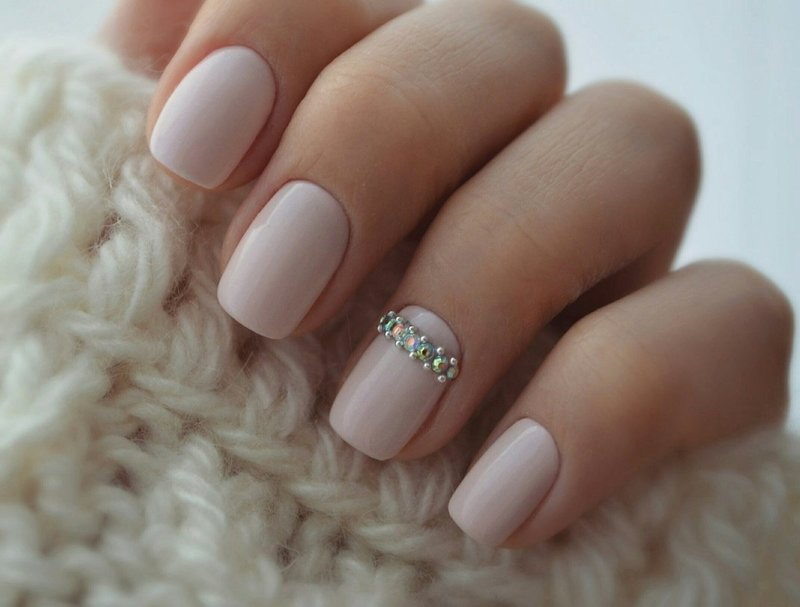 Roze naakt met een strook strass steentjes