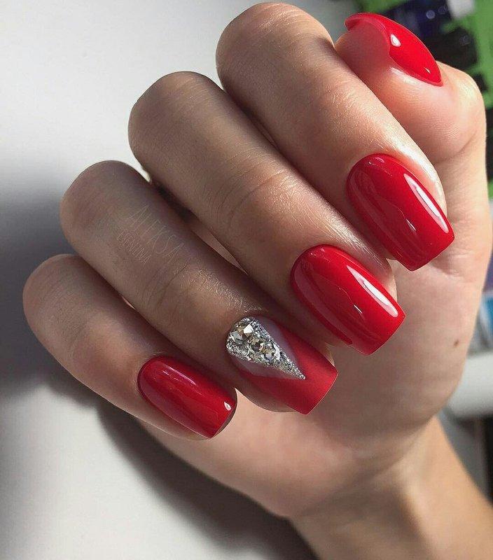 Rode winter manicure