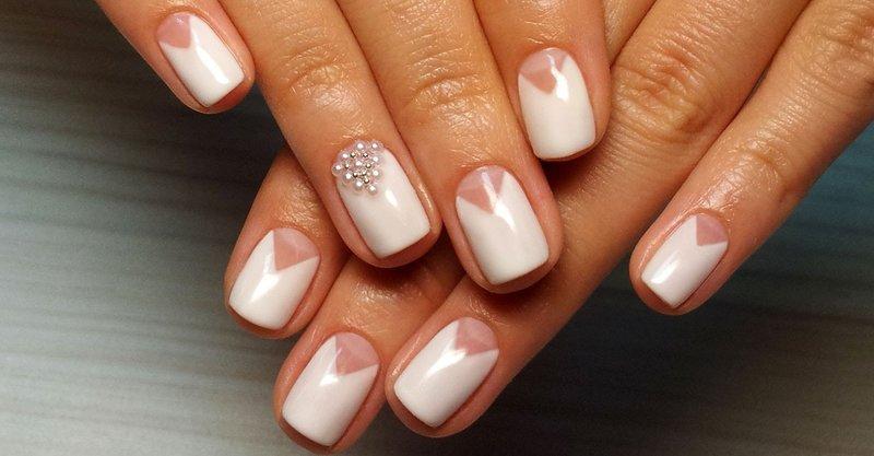 Bruiloft geometrie met kralen en parels op nagels
