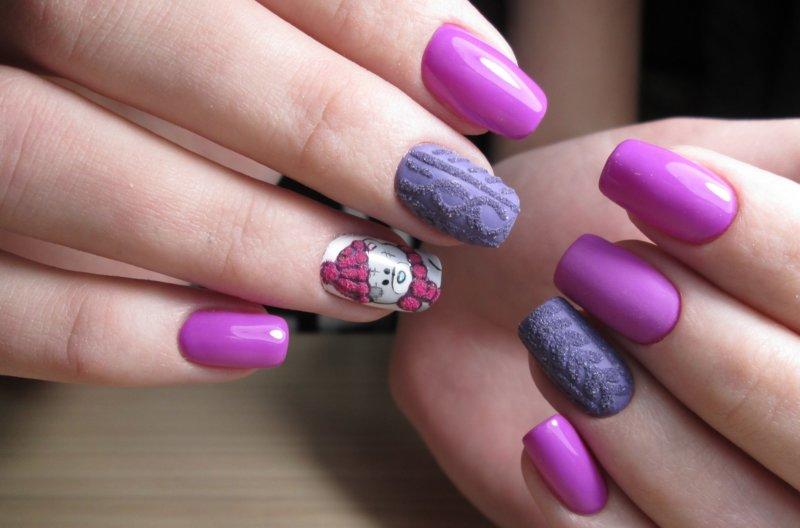 Roze gebreide manicure