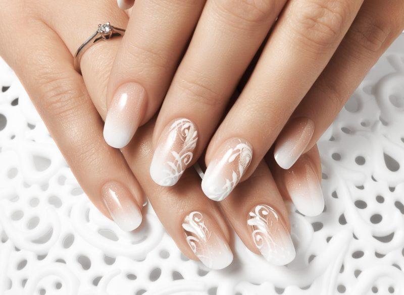 Floral Ombre-manicure met pailletten