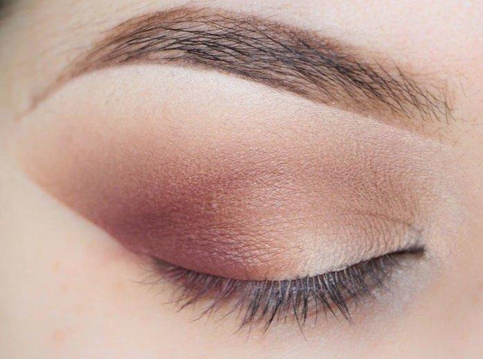 De ooghoek markeren met een bladtechniek