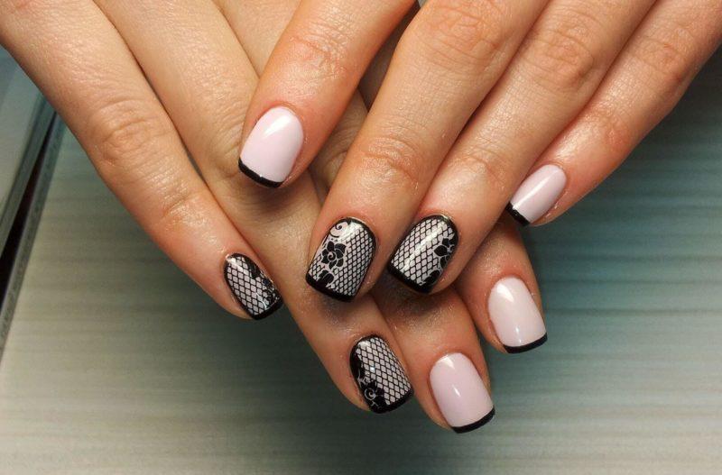 Roze nagels met zwart frans en patronen