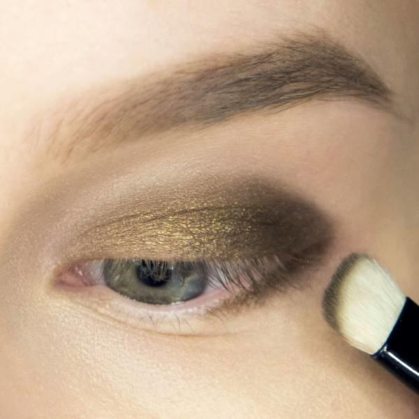 Appliquer des nuances dorées et brunes