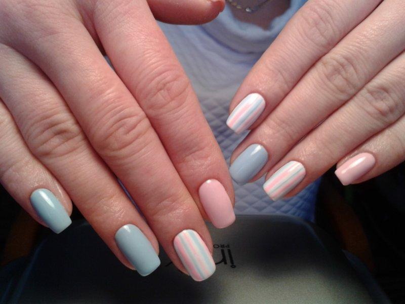 Manicure in twee kleuren.