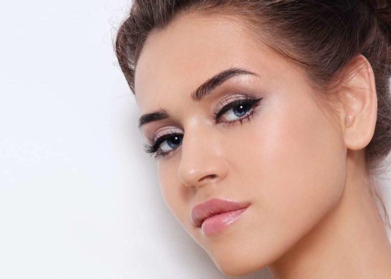 Maquillage quotidien avec des flèches